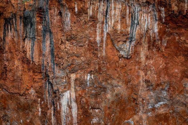 Détail de la texture de la falaise rocheuse sur l'île de la mer kra bi thaïlande