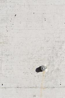 Détail de la texture de fond en béton et vis et écrou.