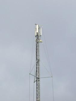 Détail de la tour pour les antennes de télécommunications mobiles