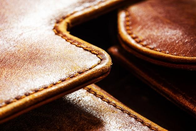 Détail d'une vieille mallette en cuir