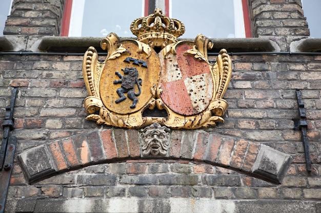Détails architecturaux sur les bâtiments de la ville de bruges, belgique