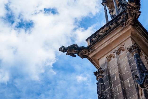 Détails architecturaux sur la cathédrale st vitus au château de prague