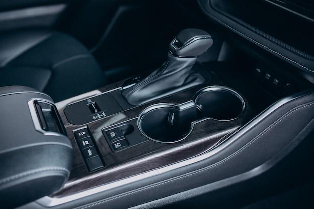 Détails de l'automobile gros plan de la nouvelle voiture