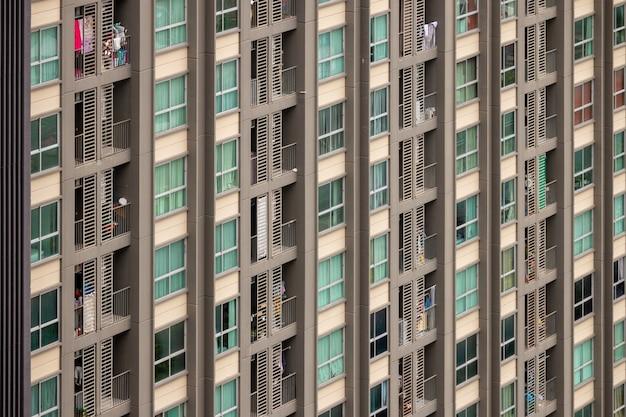 Détails des bâtiments modernes, des immeubles de grande hauteur dans la ville