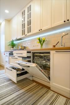 Détails de l'intérieur de la cuisine moderne et confortable