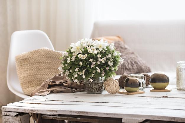 Détails intérieurs de nature morte dans le salon et la décoration