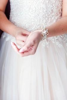 Détails de mariage et accessoires. bracelet de mariée