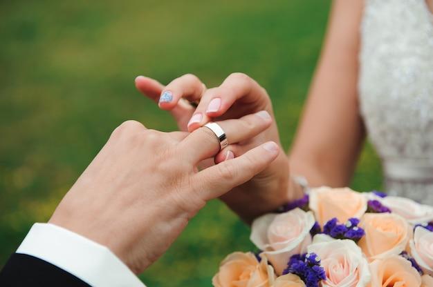 Détails de mariage - alliances comme symbole de bonheur