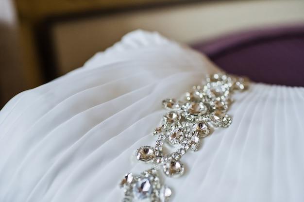 Détails de la robe de mariée de luxe