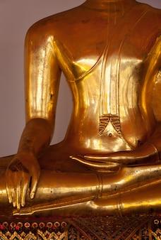 Détails de la statue de bouddha assis, thaïlande