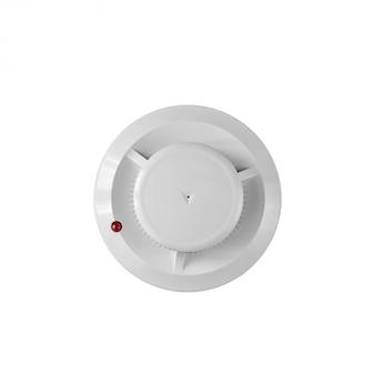 Détecteur de fumée et détecteur d'incendie sur fond blanc