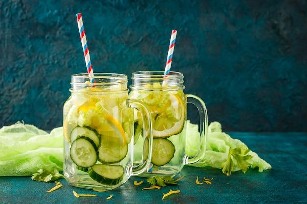 Detox eau avec concombre