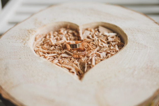 Deux anneaux d'or de mariage