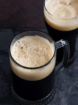Deux bières brunes
