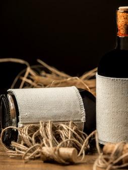 Deux bouteilles de vin sur la table
