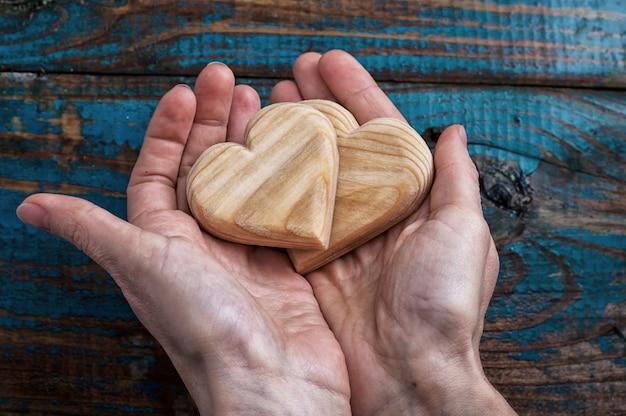Deux coeur symbolique en bois