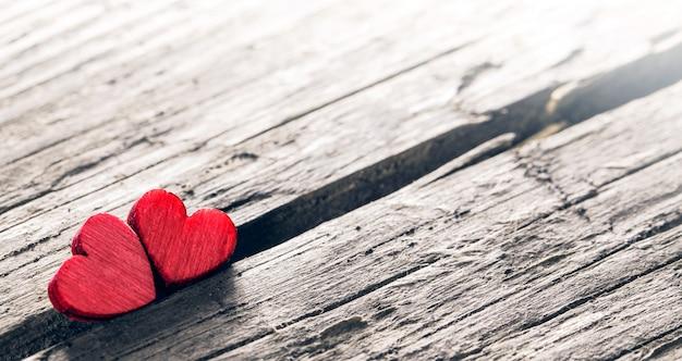 Deux coeurs en bois