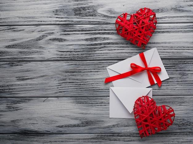Deux coeurs et lettres