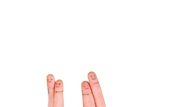 Deux couples de doigts sur blanc