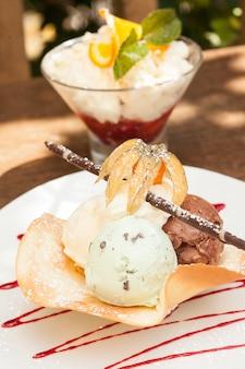 Deux desserts glacés