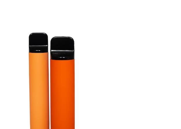 Deux e-cigarettes jetables