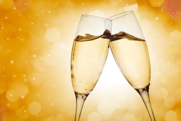 Deux élégantes coupes à champagne