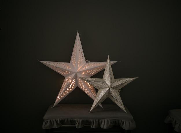 Deux étoiles blanches