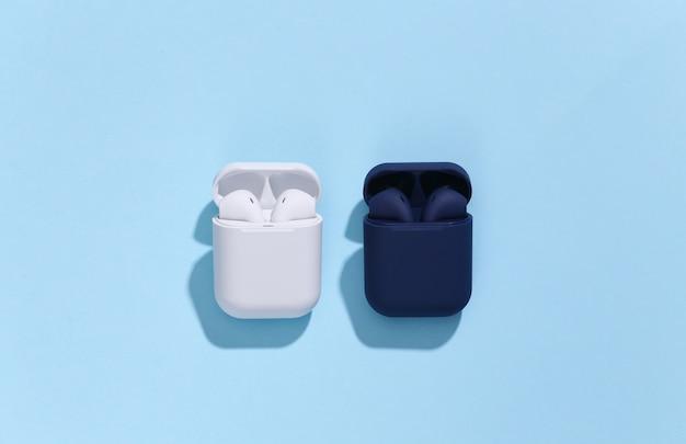 Deux étuis de chargement avec de véritables écouteurs ou écouteurs bluetooth sans fil