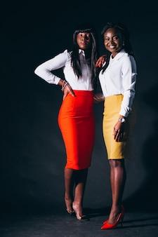Deux femmes afro-américaines en studio