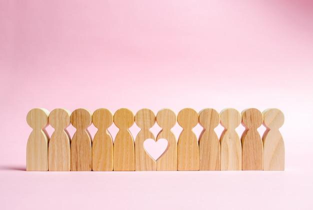 Deux Figures Humaines Et Coeur Photo Premium