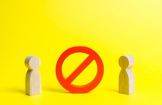 Deux figures de personnes sont séparées par le symbole no