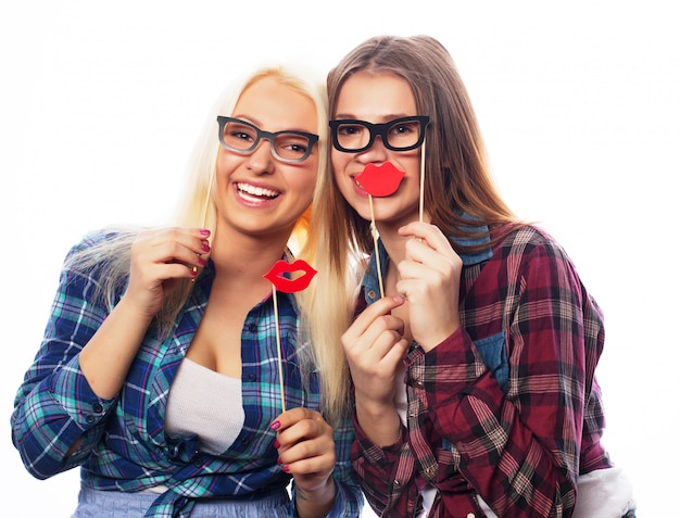 Deux filles élégantes hipster