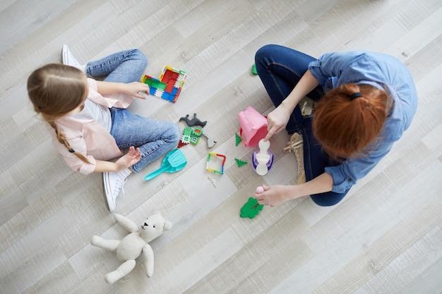 Deux filles, jouer, vue dessus