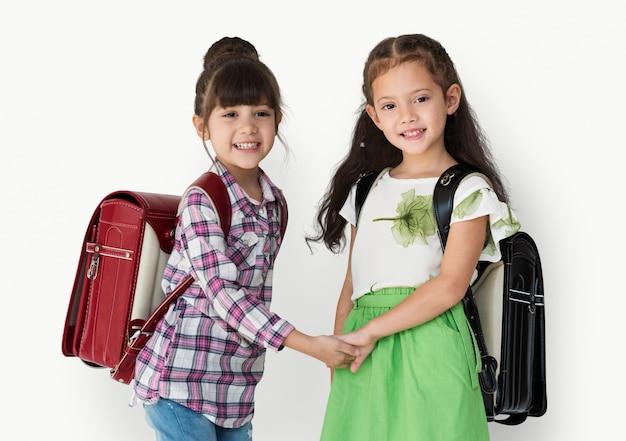 Deux filles avec un sac à dos