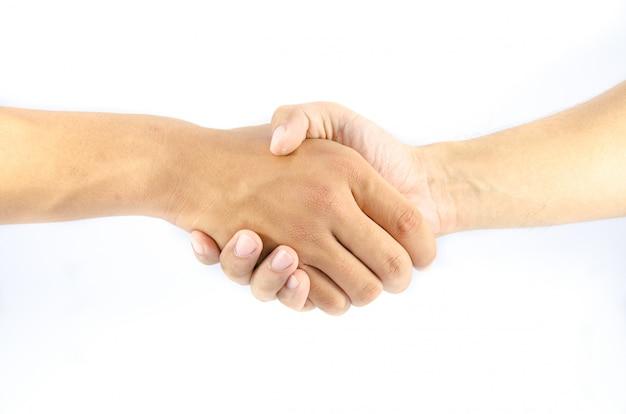 Deux homme asiatique serrer la main sur isolé