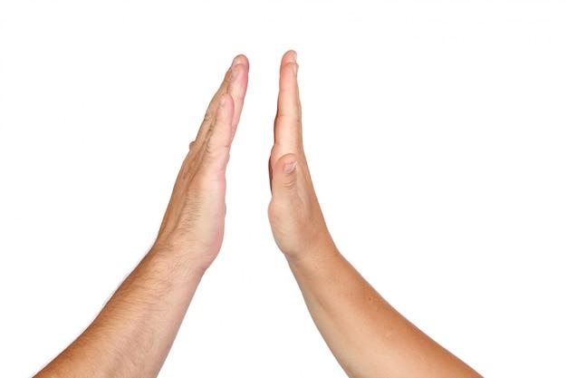 Deux mains mâles et femelles symbolisant l'union isolée sur fond blanc