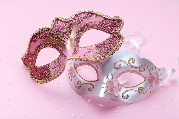Deux masques de carnaval