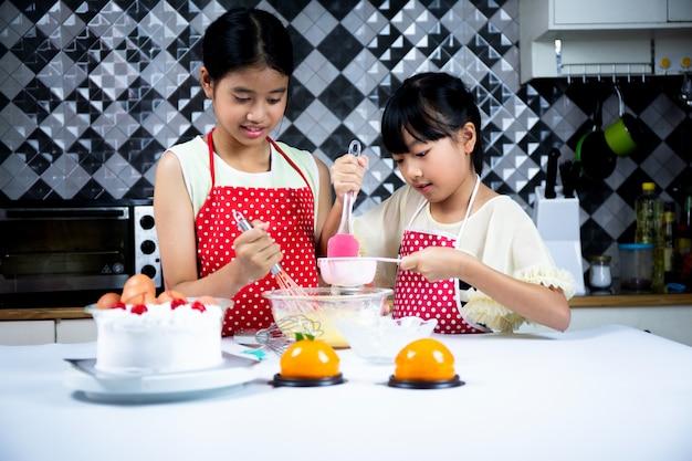 Deux, mignon, filles, confection, gâteau