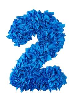 Deux, numéro de main 2 de bouts de papier bleus isolés sur blanc