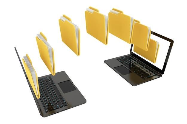Deux ordinateurs portables avec des dossiers transférés entre eux sur un fond blanc
