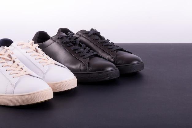 Deux paires de chaussures de sport
