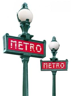 Deux panneaux de métro parisien isolés