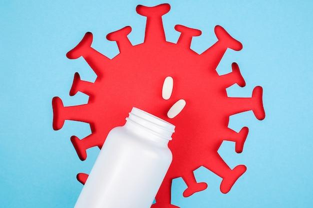 Deux pilules sortent du flacon médical. compléments alimentaires, antibiotiques, analgésiques et image abstraite rouge du coronavirus, virus,