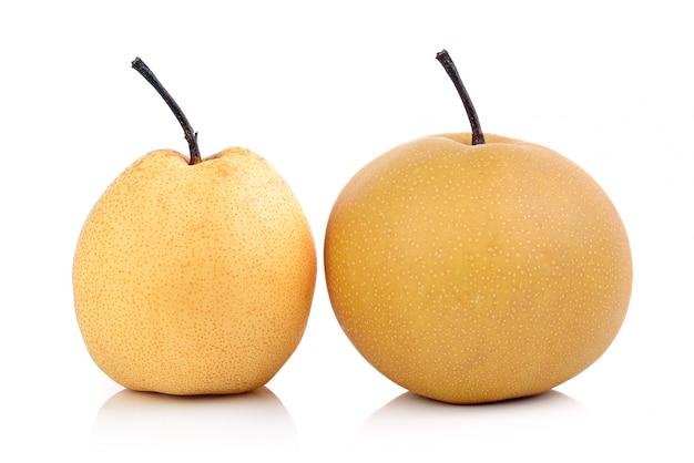 Deux poires isolés sur fond blanc