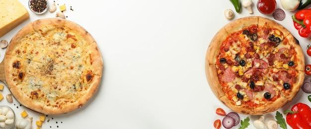 Deux savoureuses pizzas et ingrédients