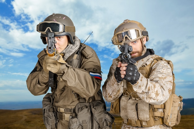 Deux soldats de la force spéciale