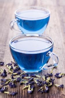 Deux tasses de thé aux pois de papillon