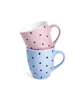 Deux tasses à thé en pointillé isolés sur fond blanc