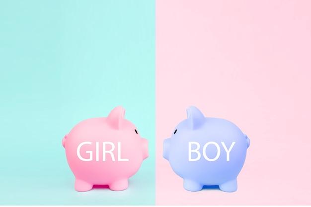 Deux tirelire sur fond rose bleu. économie d'argent pour l'investissement futur de planification pour un nouveau-né garçon ou fille. budget pour un nouveau bébé.