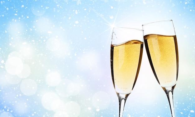 Deux verres de champagne sur fond de noël with copy space